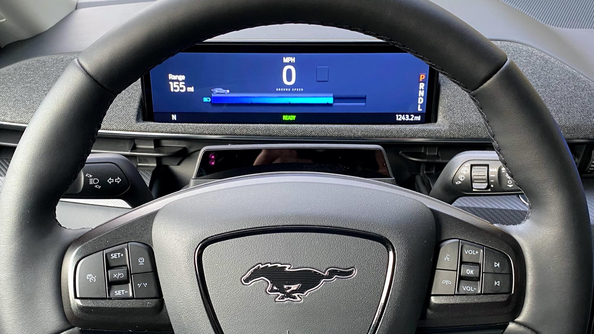 صورة لوحة القيادة اللي هي طبلون الموستنج الكهربائية 2021