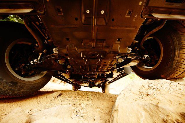 سيارة لاند كروزر 2016 من الأسفل