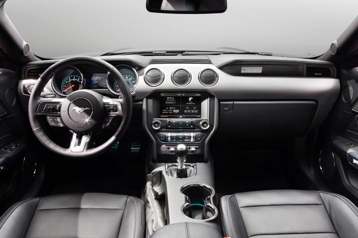 سيارة فورد موستانج 2016 - لوحة القيادة