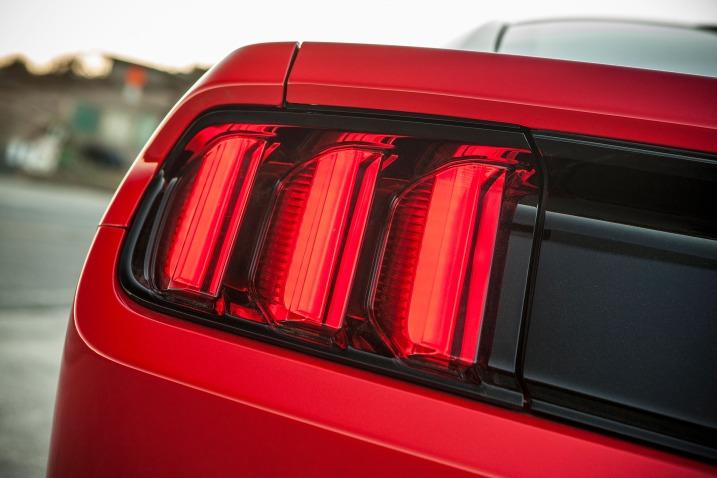 سيارة فورد موستانج 2016 - المصابيح الخلفية