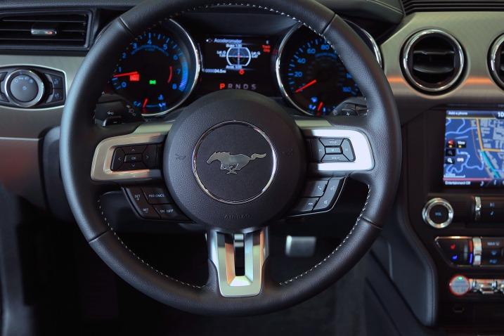 سيارة فورد موستانج 2016 - المقود
