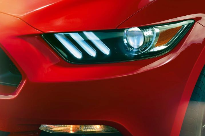 سيارة فورد موستانج 2016 - المصابيح الأمامية