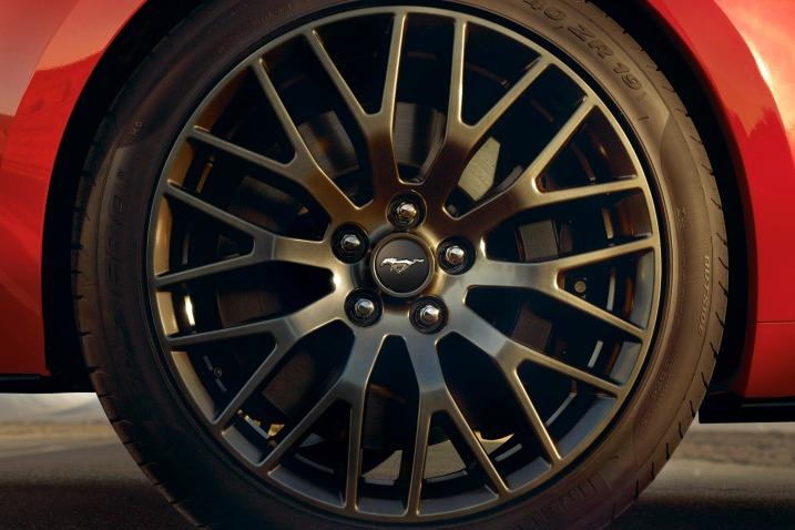سيارة فورد موستانج 2016 - العجلة